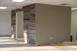 pallet-wall-office-renovation-diy-pallet-repurposing-upcycling.jpg
